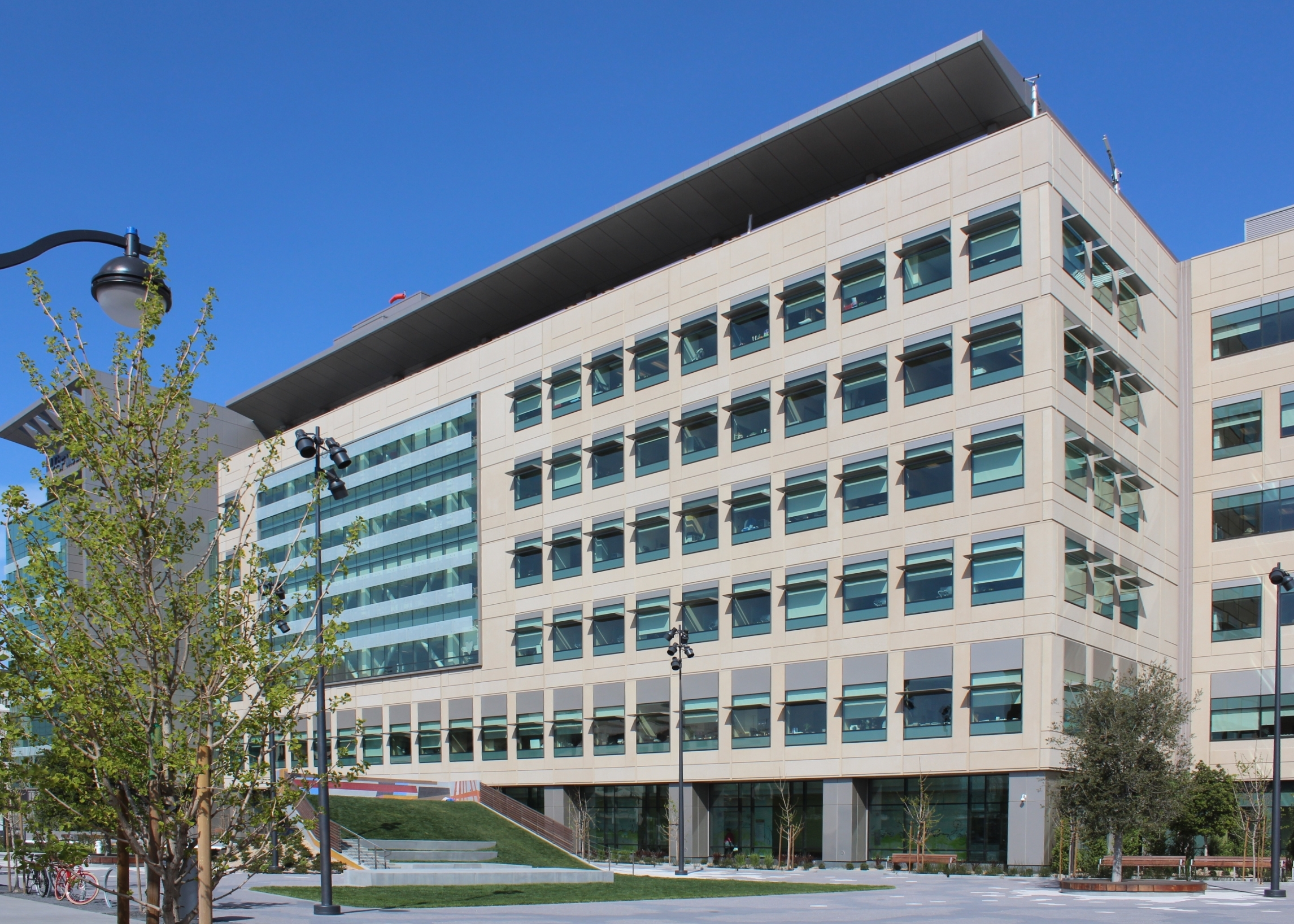 Architectural Precast Building : Ucsf medical center at mission bay